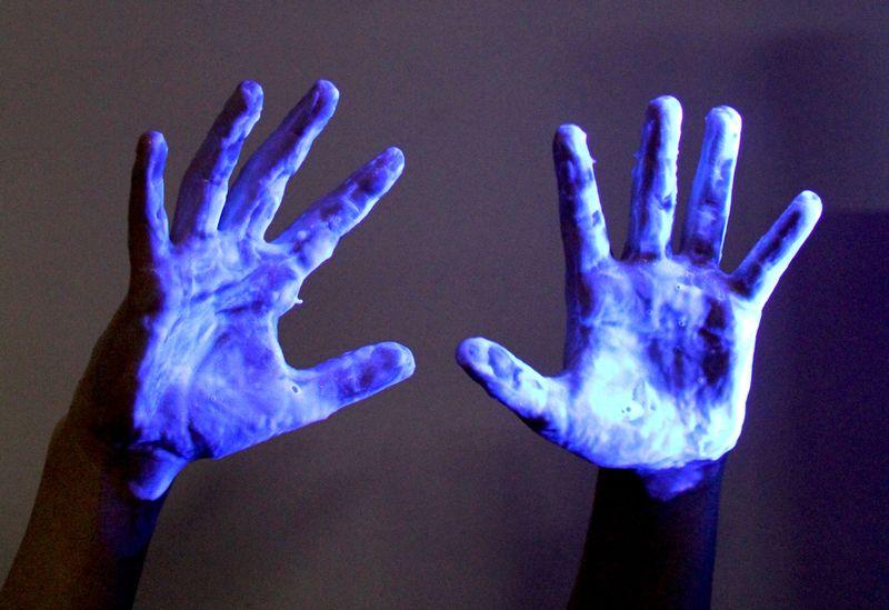 1glow-hands